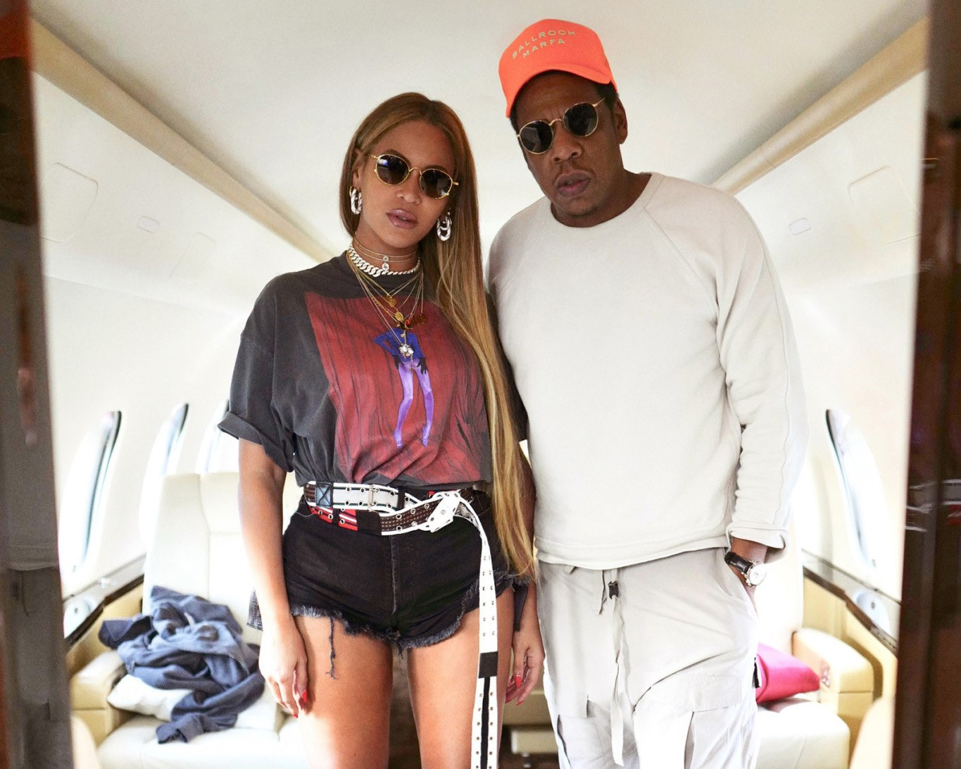 Beyoncé Glamorous Private Plane Look – Opulent Styling